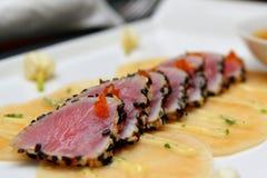опаленная чернотой белизна туны сезама Стоковая Фотография RF