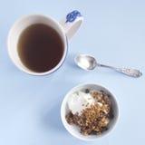 опарника меда завтрака место стеклянного Стоковое Изображение