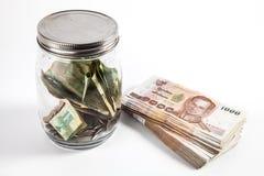 Опарник денег с предпосылкой белизны изолята Стоковое Изображение RF