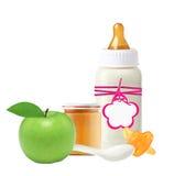 Опарник изолированных пюра младенца, бутылки молока младенца, яблока и куклы Стоковые Фотографии RF