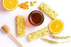 Опарник меда и апельсина, десерта меда изолированного на белизне Стоковые Фото