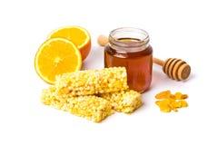 Опарник меда и апельсина, десерта меда изолированного на белизне Стоковое Изображение RF