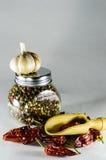 Опарник перца и chili и чеснока Стоковые Изображения RF