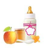 Опарник пюра младенца, бутылки молока младенца, яблока и куклы Стоковая Фотография RF