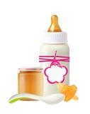 Опарник пюра младенца, бутылки молока с биркой и куклы Стоковые Изображения RF