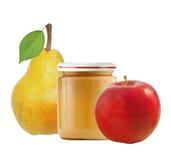 Опарник пюра младенца, яблока и свежей желтой груши с зелеными лист i Стоковые Изображения RF