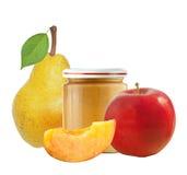 Опарник пюра, яблока, груши и персика младенца изолированных на белизне Стоковое Изображение RF