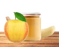 Опарник пюра, яблока и банана младенца изолированных на белизне Стоковое Изображение RF