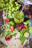 Опарник свежего здорового Smoothie плодоовощей овощей стеклянный Стоковое Изображение