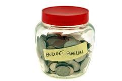 Опарник со сбережениями семьи на белой предпосылке иллюстрация вектора