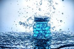 Опарник шариков геля с водой брызгает Стоковое Фото