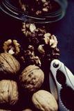 Опарник шутихи грецкого ореха грецких орехов Стоковые Изображения