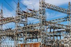 Опасная высоковольтная подстанция электропитания v Стоковые Изображения RF