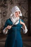 Опасная монашка с ножом Стоковое фото RF