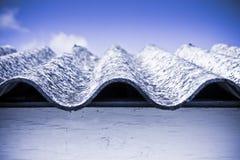 Опасная крыша азбеста Стоковые Фото