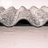 Опасная крыша азбеста Стоковые Изображения