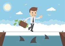 Опасное положение бизнесмена вектора шаржа идя над акулами Стоковая Фотография