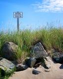 опасное предупреждение undertow знака Стоковая Фотография RF