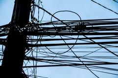 Опасное электричество привязывает опору Стоковая Фотография