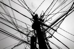 Опасное электричество привязывает опору стоковые изображения rf