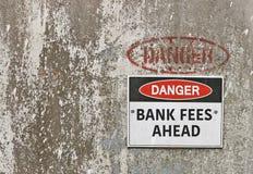 Опасность, знак гонораров банка вперед Стоковое Изображение