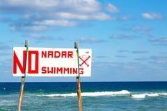 Опасность отсутствие знака заплывания на бурном море Стоковое Изображение