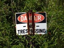 опасность отсутствие trespassing знака Стоковое Фото