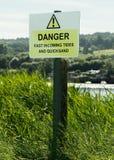Опасность предупредительного знака - приливы и плывун, Великобритания стоковое фото