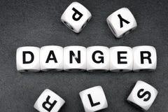 Опасность слова на кубах игрушки Стоковое Изображение RF