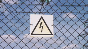 Опасность удара током электрическая подстанция Распределение и передача электричества Высоковольтная опасность к сток-видео