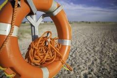 Опасно запутанная веревочка на спасателе пляжа Стоковые Изображения