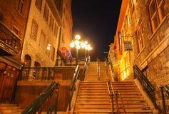 Опасные лестницы соединяя Quartier Петит-Champlain более низкого городка к верхнему городку в старом Квебеке (город) Стоковые Изображения RF