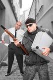 Опасный гангстер с корокоствольным оружием. Стоковое фото RF