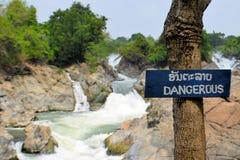Опасный знак на водопаде Somphamit, Меконге Стоковое Изображение