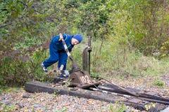 Опасный к железнодорожному ребенку Стоковое Фото