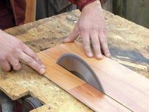 опасный sawing Стоковые Фото