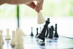 Оперативно-тактическое соединение дела в короле шахматов мат Стоковое Изображение RF