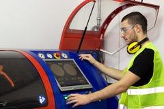 Оператор машины работает для машины Стоковое фото RF