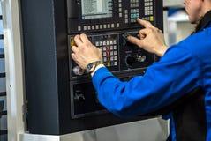 Оператор машины CNC стоковые фотографии rf