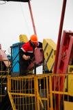 Оператор продукции газовое маслоо работает и поддерживает хорошее место Стоковая Фотография