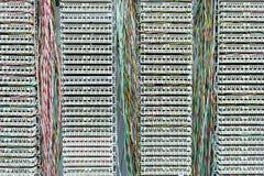оператор установить коммутатор с кабелями стоковое фото rf