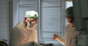 Операционная Чихания доктора сток-видео