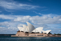 Оперный театр в голубом небе. Стоковые Изображения RF