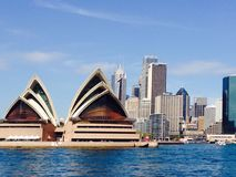 Оперный театр и город Сиднея Стоковые Изображения