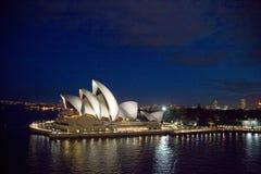 Оперный театр на ноче, Новый Уэльс Сиднея, Австралия Стоковое Изображение RF
