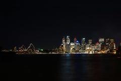 Оперный театр ночной жизни Сиднея Стоковое фото RF