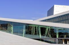 Оперный театр Осло на деталях стекла лета Стоковые Фото