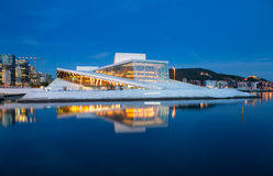 Оперный театр Осло на ноче Стоковое Фото