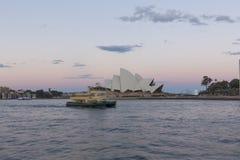 Оперный театр Сиднея в вечере стоковая фотография rf