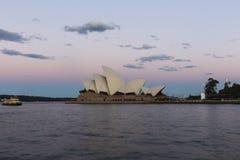 Оперный театр Сиднея в вечере стоковое изображение